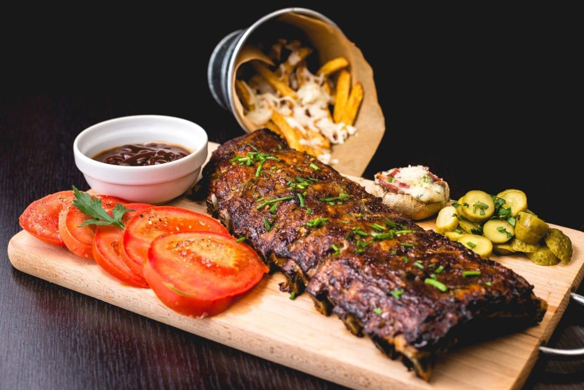 Mięso, wegetarianizm, a może weganizm? Jak zdrowo się odżywiać?