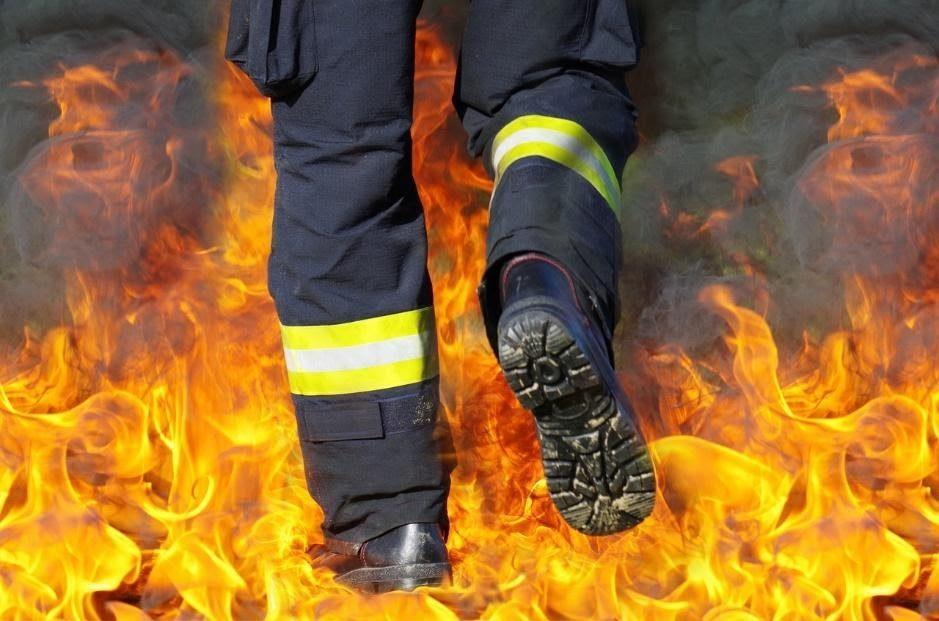 Solidne buty strażackie – podstawa każdej skutecznej akcji gaśniczej