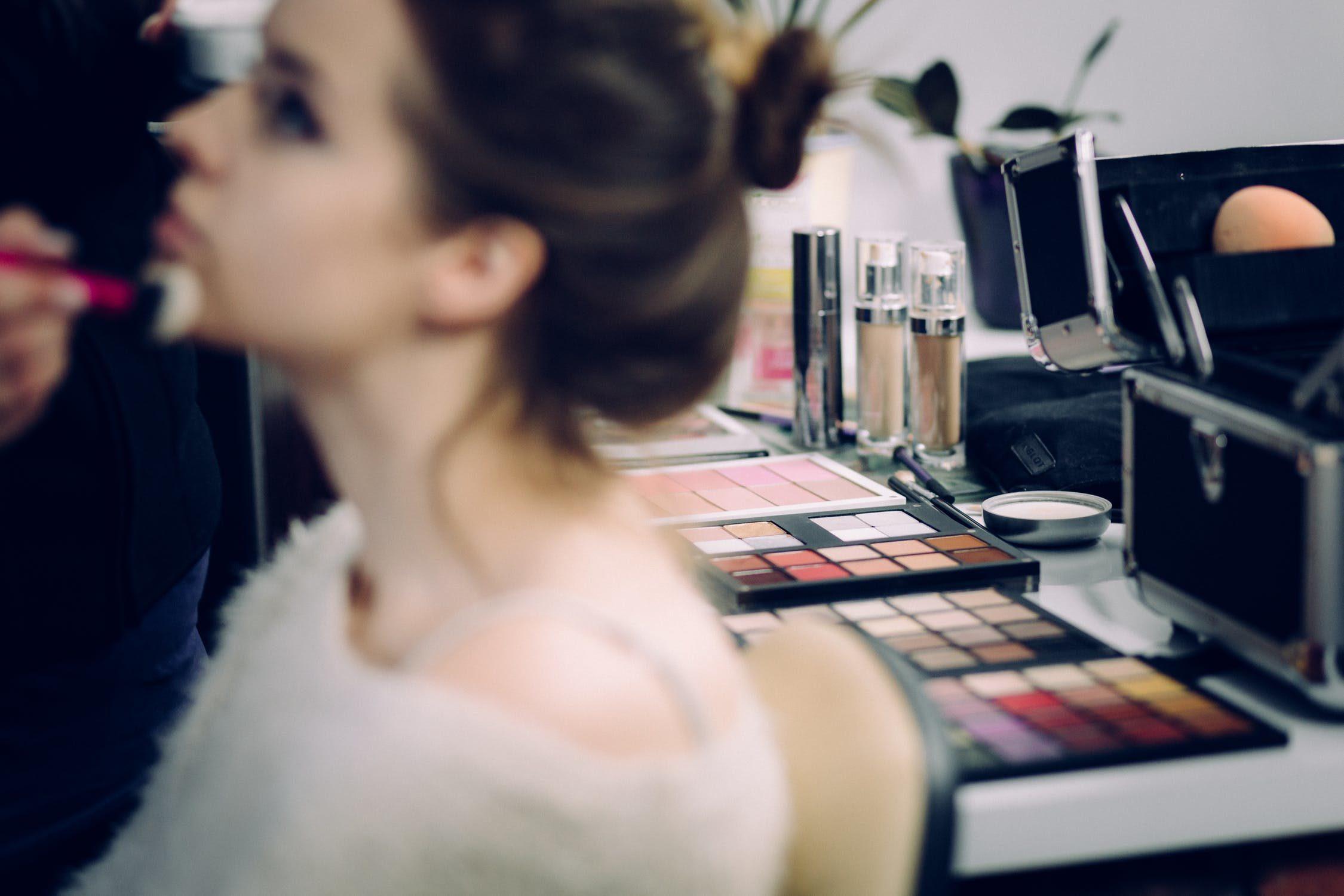 Sposoby na przedłużenie trwałości makijażu nie tylko dla profesjonalistek