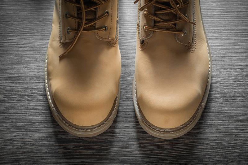 Unikaj wypadków w pracy – buty antypoślizgowe
