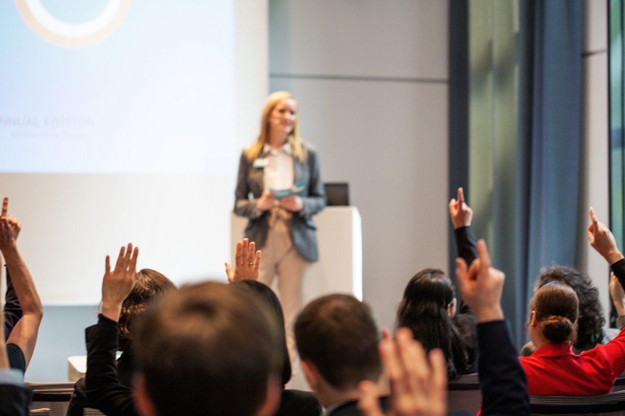 Czym zachęcić potencjalnych uczestników do udziału w konferencji biznesowej naszej firmy?