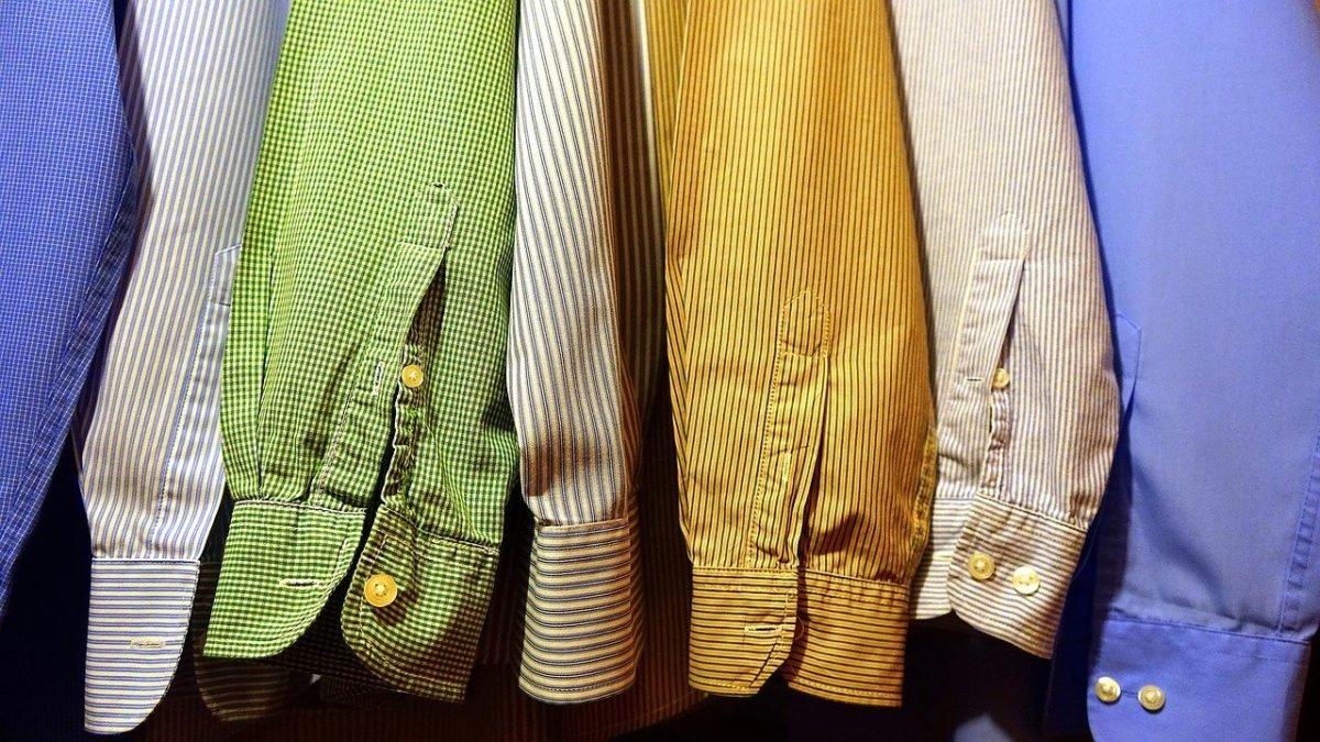 Jak nosić kolorowe koszule?