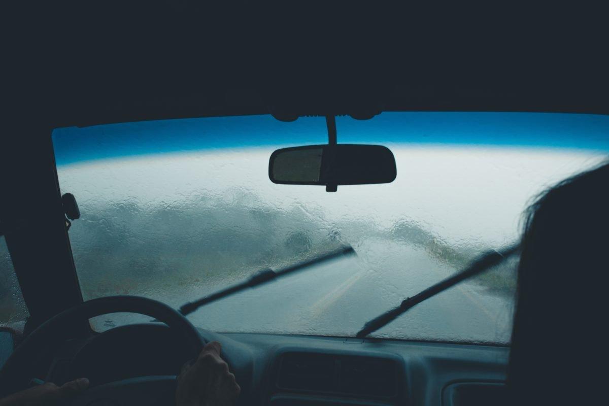 Sprawnie działające wycieraczki samochodowe są niezwykle ważne dla bezpieczeństwa wszystkich użytkowników ruchu.