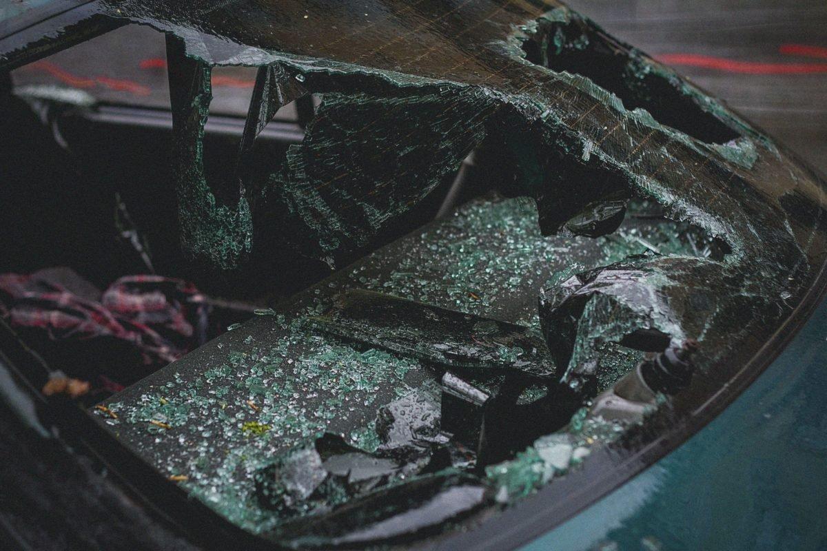 Dlaczego wymiana szyby tylnej poprawia widoczność podczas jazdy?