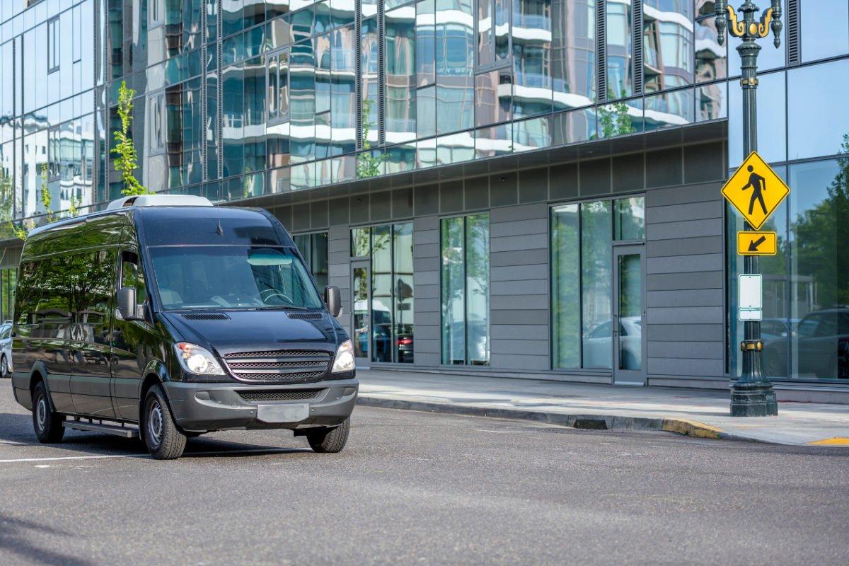Dlaczego przewóz busem to dobra alternatywa dla samochodu?