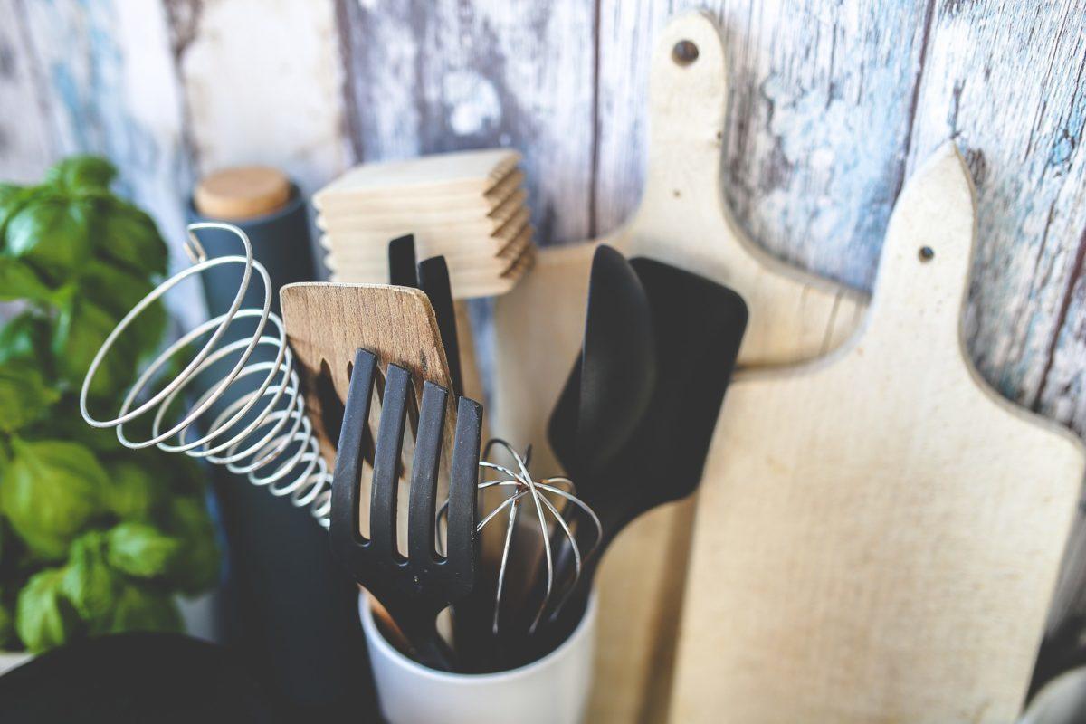 Jakie akcesoria kuchenne ułatwiają codzienne przygotowywanie posiłków?